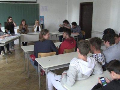 """Na debati """"Vršnjačko nasilje i mentalno zdravlje mladih"""" u Drvodjeljskoj školi"""