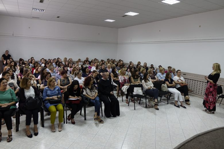 "Grude Online: Lecture in Imotski on ""Children on the Internet – are we catchin up with them?"""